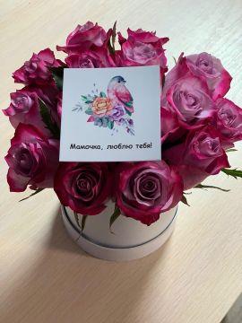 коробка  розами для мамы